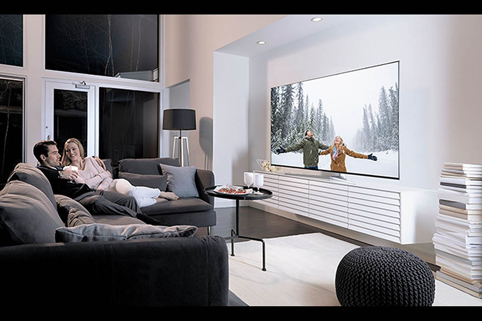 large screen TV, custom home, wall-mounted TV, home entertainment